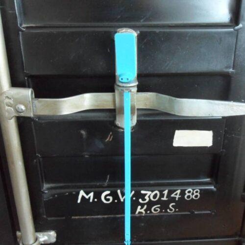 Applicazione Sigillo Autobloccante Su Maniglia Container
